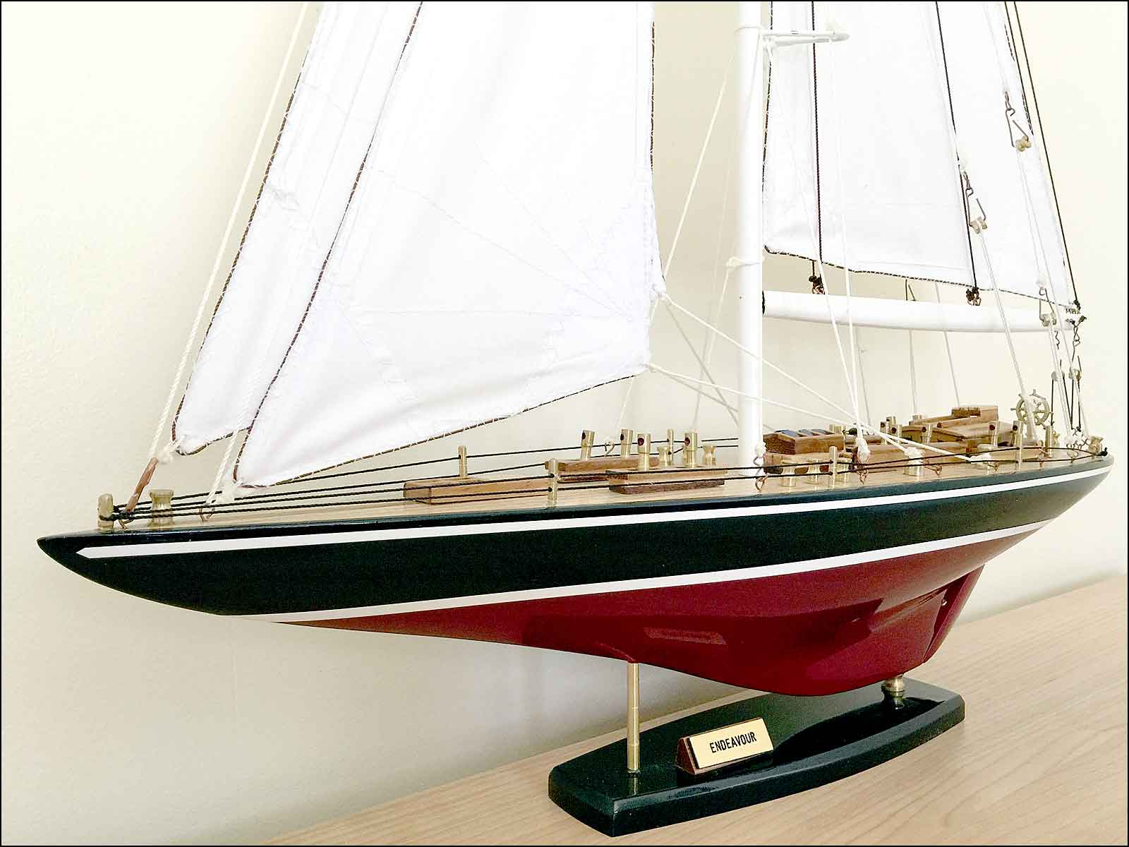 J-Class Model Yacht Endeavour (Black)|Medium Size