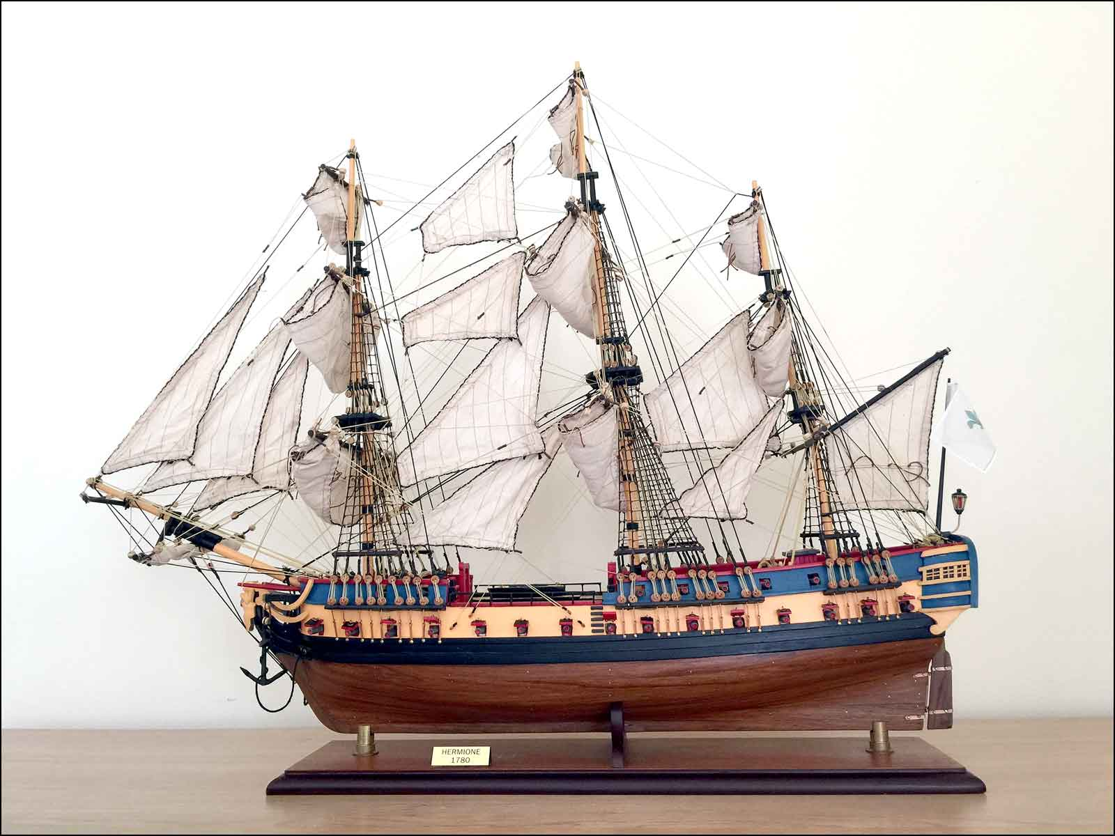 Lafayette's Hermione Ship Model (1779 France)|Medium Size|Sails Opened
