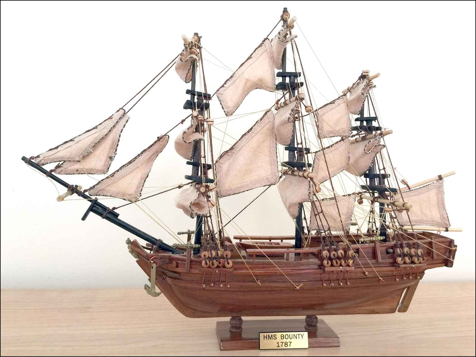 HMAV Bounty Ship Model (1787 GB)|Mini Size